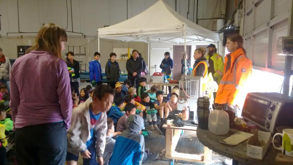 talking-to-volunteers-plastic-peninsula