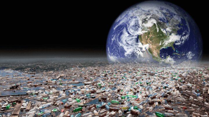 Earthrise_over_plastic-e1506823772856
